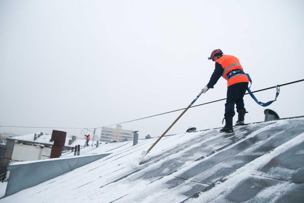 Цена уборки снега с крыши в спб